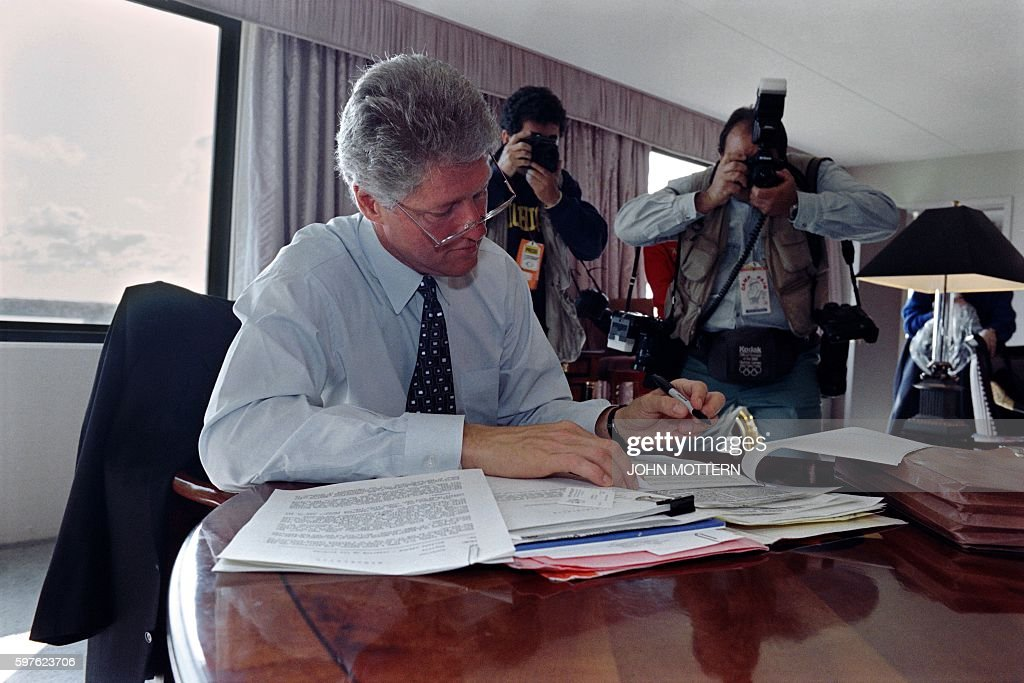 Democratic presidential candidate Bill Clinton is pictured as he studies his notes on October 19 1992 in East Lansing Clinton is preparing for the...