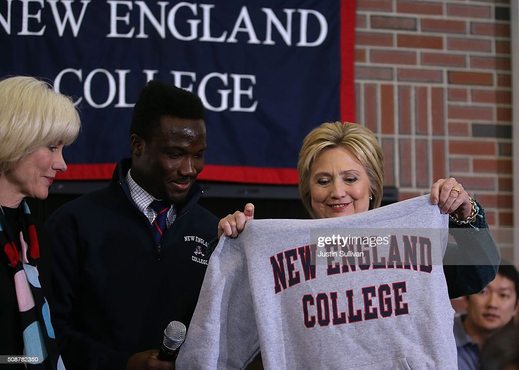 Democratic Presidential candidate former Secretary of State <a gi-track='captionPersonalityLinkClicked' href=/galleries/search?phrase=Hillary+Clinton&family=editorial&specificpeople=76480 ng-click='$event.stopPropagation()'>Hillary Clinton</a> receives a sweatshirt during a student town hall meeting at New England College on February 6, 2016 in Henniker, New Hampshire. With less than one week to go before the New Hampshire primaries, <a gi-track='captionPersonalityLinkClicked' href=/galleries/search?phrase=Hillary+Clinton&family=editorial&specificpeople=76480 ng-click='$event.stopPropagation()'>Hillary Clinton</a> continues to campaign throughout the state.