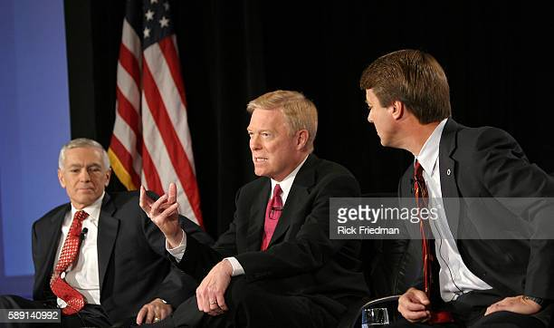 Democratic Presidential Candidate Forum at the Wayfarer Inn in Bedford New Hampshire Former House Majority Leader Richard 'Dick' Gephardt makes a...