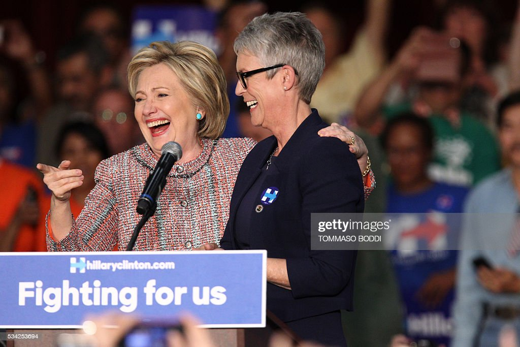 Democratic presidential candidate Hillary Clinton(L) and actress Jamie Lee Curtis speak at an event at the UFCW Union Local 324 on May 25, 2016 in Buena Park, California. / AFP / Tommaso Boddi