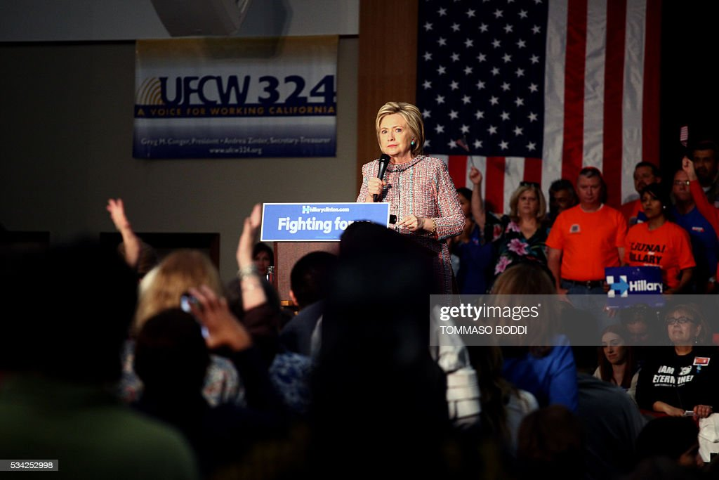 Democratic presidential candidate Hillary Clinton speaks at an event at the UFCW Union Local 324 on May 25, 2016 in Buena Park, California. / AFP / Tommaso Boddi