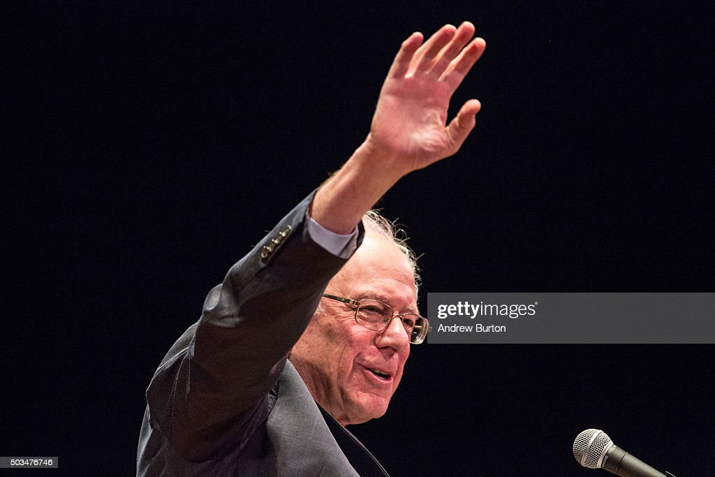 Democratic presidential candidate Sen. <a gi-track='captionPersonalityLinkClicked' href=/galleries/search?phrase=Bernie+Sanders&family=editorial&specificpeople=2908340 ng-click='$event.stopPropagation()'>Bernie Sanders</a> (I-VT) outlines his plan to reform the U.S. financial sector on January 5, 2016 in New York City. Sanders is demanding greater financial oversight and greater government action for banks and individuals that break financial laws.