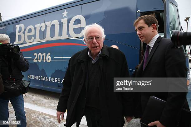 Democratic presidential candidate Sen Bernie Sanders steps off his campaign bus an event with United Steelworkers Local 310L on January 26 2016 in...