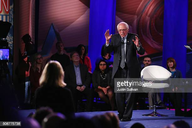 Democratic presidential candidate Senator Bernie Sanders participates in a town hall forum hosted by CNN at Drake University on January 25 2016 in...