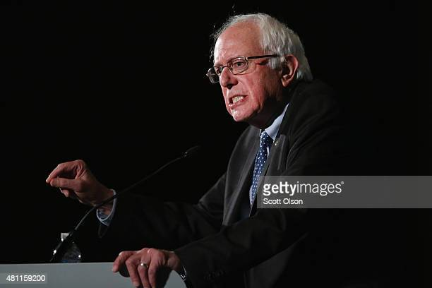 Democratic presidential candidate Senator Bernie Sanders speaks to guests at the Iowa Democratic Party's Hall of Fame Dinner on July 17 2015 in Cedar...