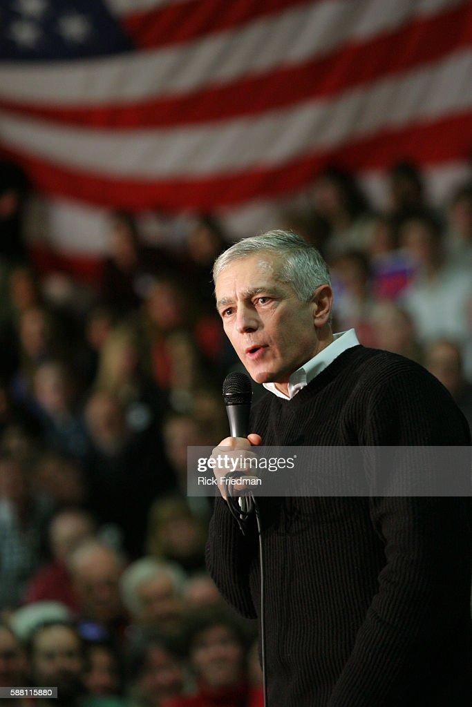 Democratic presidential hopeful former General Wesley Clark addresses supporters at Pembroke Academy