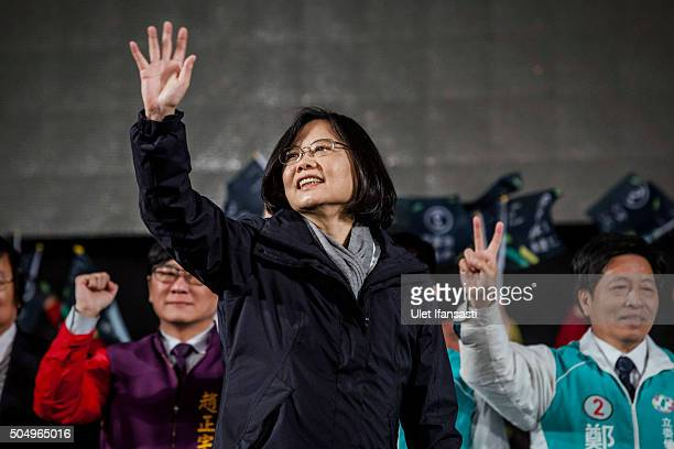 Democratic Progressive Party presidential candidate Tsai Ingwen waves to supporters during rally campaign ahead of the Taiwanese presidential...
