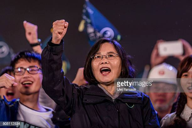 Democratic Progressive Party presidential candidate Tsai Ingwen waves to supporters during a rally campaign ahead of the Taiwanese presidential...