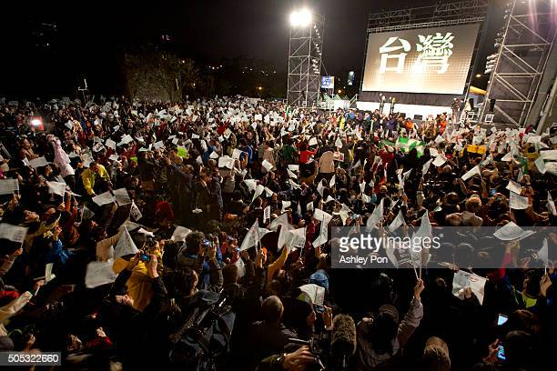 Democratic Progressive Party supporters cheer at DPP headquarter on January 16 2016 in Taipei Taiwan Tsai Ingwen the chairwoman of the opposition...