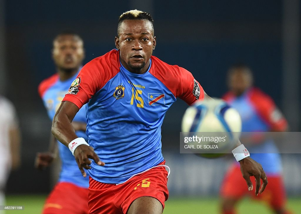 Democratic Republic of the Congo's defender Joel Kimwaki runs with the ball during the 2015 African Cup of Nations group B football match between...