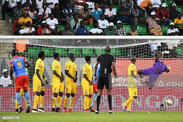 TOPSHOT Democratic Republic of the Congo's midfielder Paul Jose Mpoku scores a free kick goal during the 2017 Africa Cup of Nations group C football...