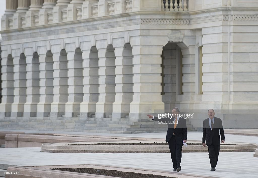 US Democratic Senator Chuck Schumer (L) of New York and Republican Senator Lamar Alexander (R) of Tennessee arrive for a press conference to discuss construction work on the platform to be used for the Presidential Inauguration ceremony on the west front of the US Capitol in Washington, DC, as seen on December 11, 2012. US President Barack Obama's second inauguration will take place with a public ceremonial oath of office on January 21, 2013. AFP PHOTO / Saul LOEB