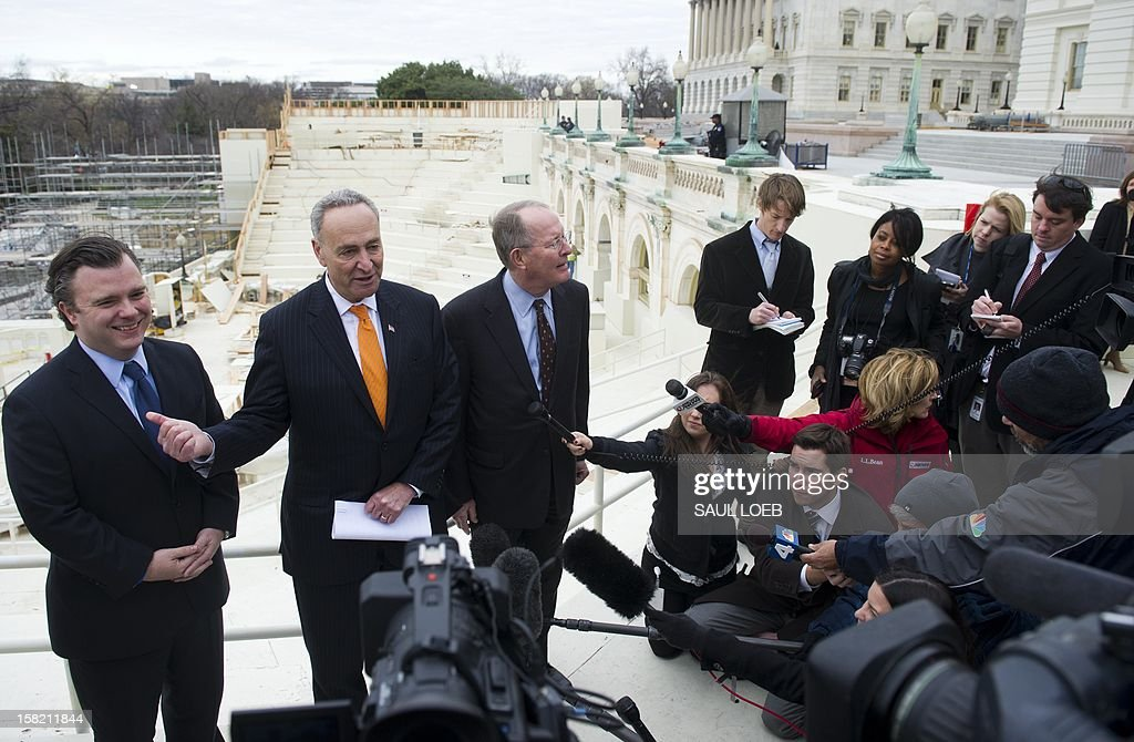 US Democratic Senator Chuck Schumer (2nd L) of New York and Republican Senator Lamar Alexander (C) of Tennessee speak during a press conference to discuss construction work on the platform to be used for the Presidential Inauguration ceremony on the west front of the US Capitol in Washington, DC, as seen on December 11, 2012. US President Barack Obama's second inauguration will take place with a public ceremonial oath of office on January 21, 2013. AFP PHOTO / Saul LOEB