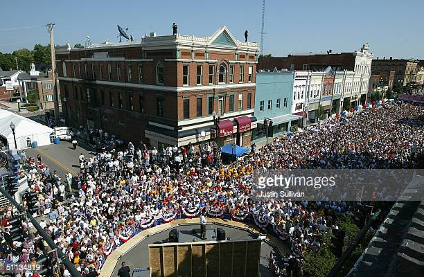 Democratic vice presidential candidate US Senator John Edwards speaks at a rally during the 'Believe in America' bus and train tour August 1 2004 in...