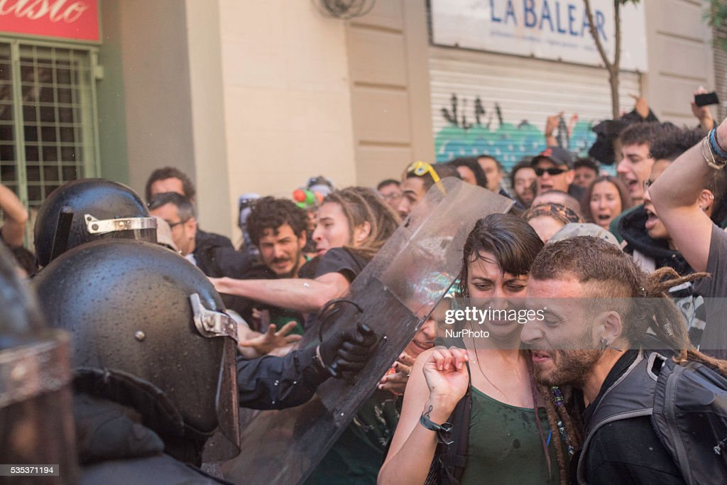 Demonstration against the eviction of an squatted bank in Barcelona on May, 29 of 2016.