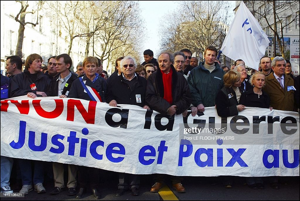 Demonstration against the Iraqi war in Paris France on March 15 2003 Left to right Bernard Thibault CGT x Marie George Buffet PC x Yves Contassot and...