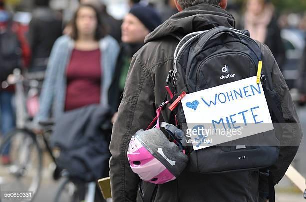 Demonstration gegen Mietsteigerung und Verdrängung unter dem Motto Keine Rendite mit der Miete die Stadt gehört allen in Berlin