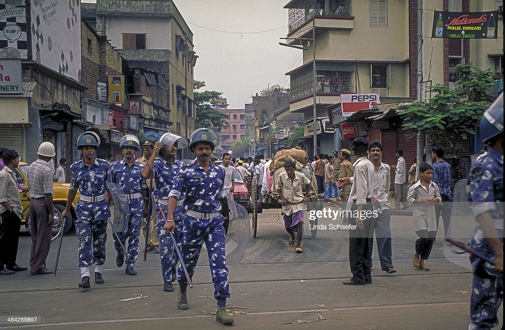 CONTENT] A demonstration in Kolkata brought out the police ruled by the communist party. This was near AJC Rd. one of the largest streets in Kolkata and close to the Communist Headquarters. The police eventually used tear gas against the demonstrators of the party demonstrating against the communist party