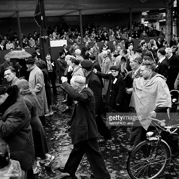 Demonstration Of May 1St 1953 France Paris 1er mai 1953 La journée internationale des travailleurs ou fête du Travail est une fête internationale...