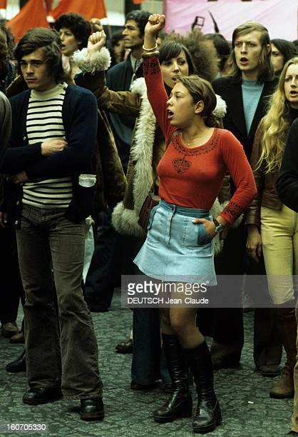 Demonstration Of The 1st Of May 1974 In Paris Paris 1er mai 1974 Lors des manifestations parmi un cortège de personnes non identifiées une jeune...