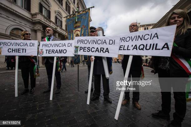 Demonstration promoted by the provinces of Abruzzo to demand the amendment of the Decree on the earthquake Mayors and Presidents of the provinces of...