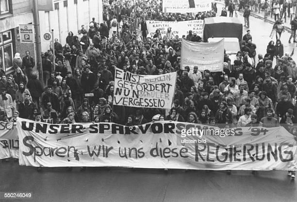 Demonstration unter dem Motto Sparen wir und diese Regierung gegen die verfehlte Finanzpolitik der Bundesregierung in Berlin