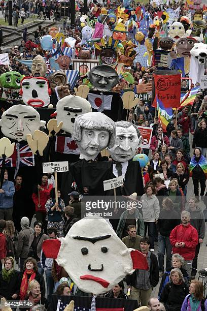 Globalisierungsgegner demonstrieren gegen das bevorstehende G8Gipfeltreffen in Heiligendamm Demonstrationszug