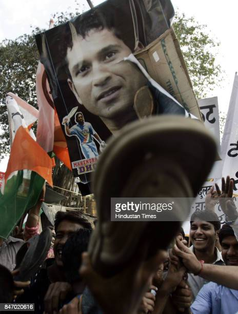 Demonstrations Cricket fans protesting against the Indian cricketers outside the residence of Sachin Tendulkar in Bandra