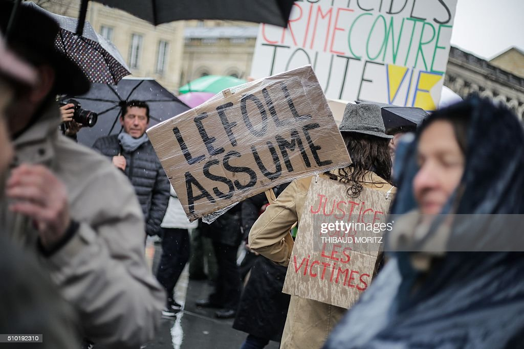 A demonstrator holds a banner reading 'LeFoll assume' refering to French Agriculture Minister Stephane Le Foll on February 14, 2016 in Bordeaux, southwestern France, during a demonstration against pesticides and GMOs (genetically modified organisms). / AFP / Thibaud MORITZ