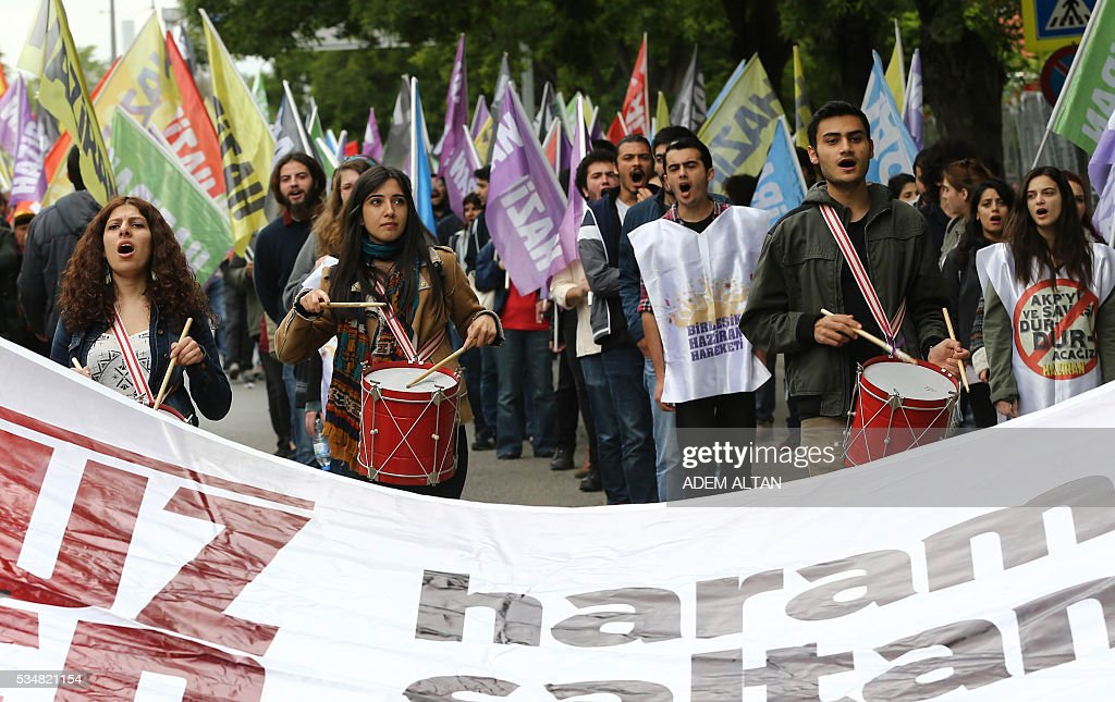 Demonstrator march during an anti-government, pro-secularism protest by Turkish worker unions on May 28, 2016 in Ankara. Turkish President Recep Tayyip Erdogan on May 22 gave his close ally and Transport Minister Binali Yildirim the mandate to form a government as prime minister in a move set to further consolidate the strongman's grip on power. Yildirim is only the third party chairman in the history of the AKP -- which has transformed Turkey by putting Islam at the forefront of the officially secular country's politics -- after Erdogan and Davutoglu. / AFP / ADEM