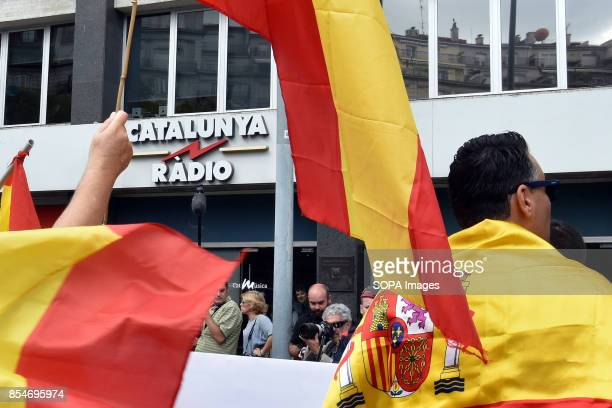 RàDIO BARCELONA CATALONIA SPAIN Demonstrators are seen wearing and raising flags of Spain during the protest Around 50 demonstrators from the ultra...