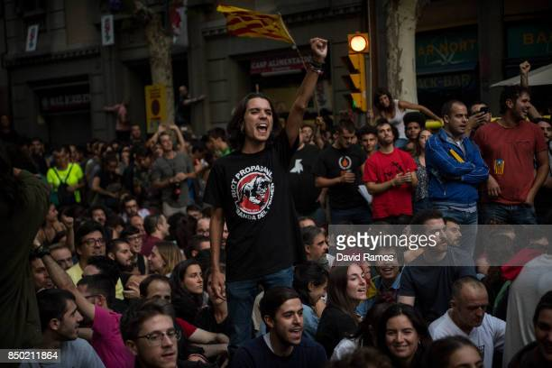 Demonstrators block the road outside the Catalan ProIndependence Lefty party CUP headquarters on September 20 2017 in Barcelona Spain Spanish Civil...