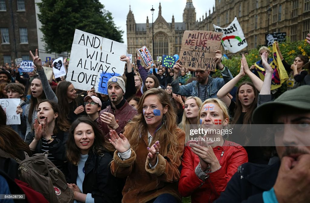 Demonstrators chant and clap on College Green outside The Houses of Parliament at an anti-Brexit protest in central London on June 28, 2016. EU leaders attempted to rescue the European project and Prime Minister David Cameron sought to calm fears over Britain's vote to leave the bloc as ratings agencies downgraded the country. Britain has been pitched into uncertainty by the June 23 referendum result, with Cameron announcing his resignation, the economy facing a string of shocks and Scotland making a fresh threat to break away. / AFP / JUSTIN