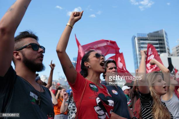 Demonstrators chant as musicians play on a platform during a protest against Brazilian President Michel Temer and government corruption at Largo da...