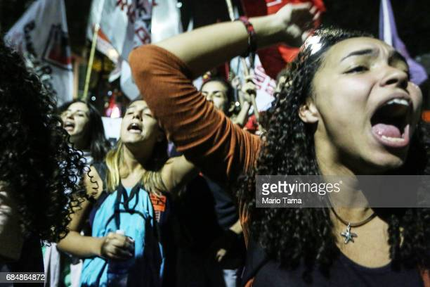 Demonstrators chant during an antiTemer protest on May 18 2017 in Rio de Janeiro Brazil Thousands of protestors hit the streets of Rio in the...
