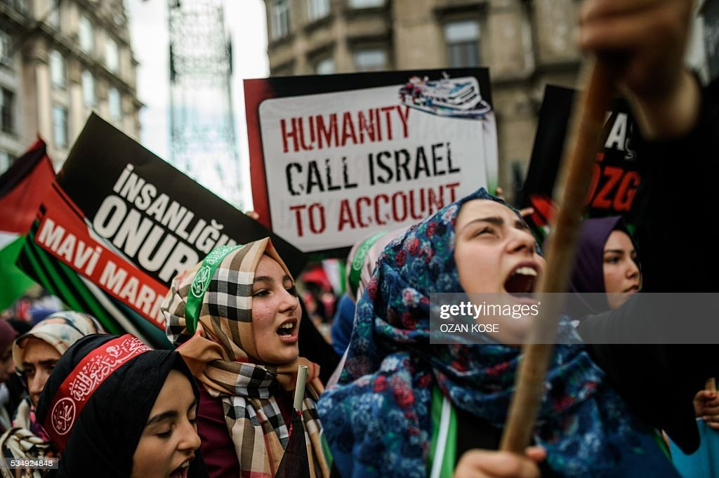Demonstrators chant slogans and hold anti-Israeli signs during a rally on May 28, 2016 in Istanbul, to mark the 6th anniversary of 2010 Mavi Marmara flotilla incident, when Israeli naval commandos seized control of the Turkish ship Mavi Marmara, part of a flottila attempting to break the Gaza blocade, and resulting in the death of ten Turkish individuals. The crowd gathered in iconic istiklal avenue under the banner of the pro-Islamic Humanitarian Relief Foundation (IHH), one of the organisers of the flotilla that tried to break an Israeli sea blockade of the Hamas-controlled Palestinian territory. / AFP / OZAN