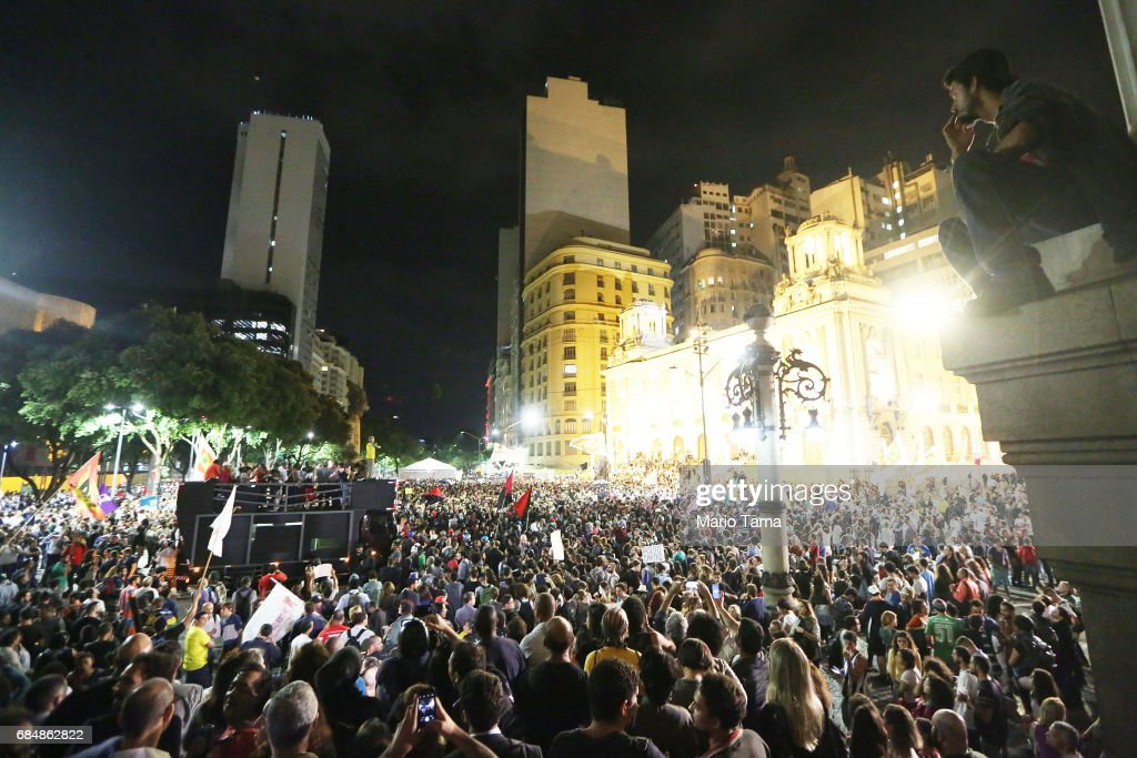 Demonstrators gather during an anti-Temer protest on May 18, 2017 in Rio de Janeiro, Brazil. Thousands of protestors hit the streets of Rio in the aftermath of a recording allegedly revealing President Michel Temer endorsing bribery payments.