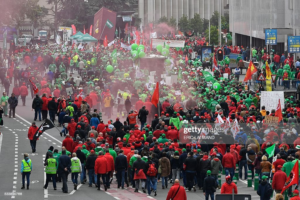 Demonstrators gather for a national protest on May 24, 2016, in Brussels. Belgian trade unions called for mass protests against the centre-right government's proposed work reforms as they plan rallies and strikes over the next few months. / AFP / Belga / ERIC LALMAND / Belgium OUT
