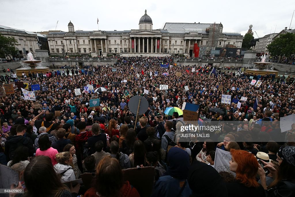 Demonstrators gather for an anti-Brexit protest in Trafalgar Square in central London on June 28, 2016. EU leaders attempted to rescue the European project and Prime Minister David Cameron sought to calm fears over Britain's vote to leave the bloc as ratings agencies downgraded the country. Britain has been pitched into uncertainty by the June 23 referendum result, with Cameron announcing his resignation, the economy facing a string of shocks and Scotland making a fresh threat to break away. / AFP / JUSTIN