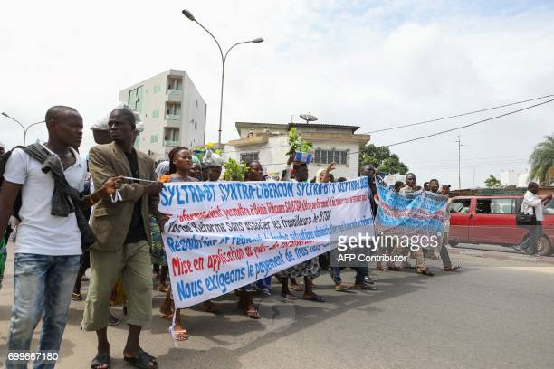 Demonstrators hold banners on June 22 2017 in Cotonou during a protest against bad governance / AFP PHOTO / Yanick Folly