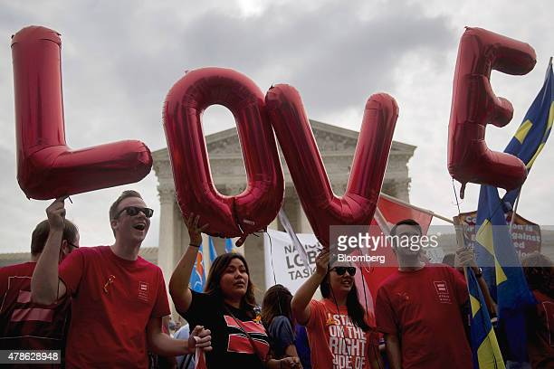 Demonstrators in support of samesex marriage spell out 'LOVE' with balloons before the samesex marriage ruling outside the US Supreme Court in...