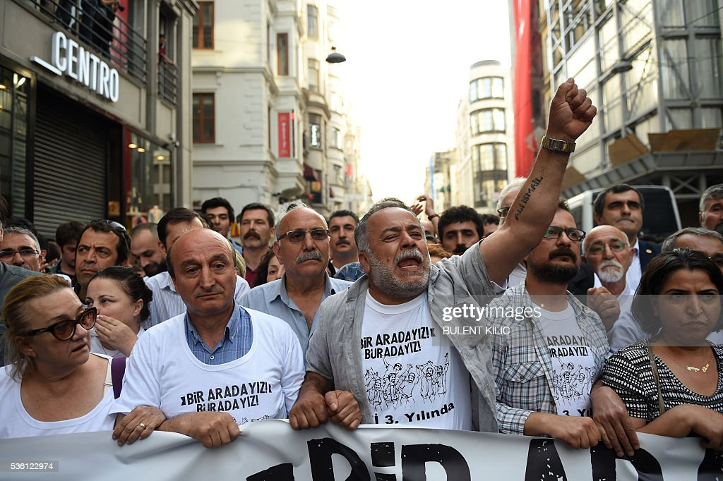 Demonstrators march with banners and gesture on May 31, 2016 in Istanbul, on the third anniversary of the start of the Gezi Park protests. The Gezi Park protests which began in May 2013, were sparked by the heavy-handed eviction of demonstrators staging a sit-in protest against the redevelopment of the area and grew into often violent clashes with police as people demonstrated against much broader issues concerning perceived infringements of civil rights. / AFP / BULENT