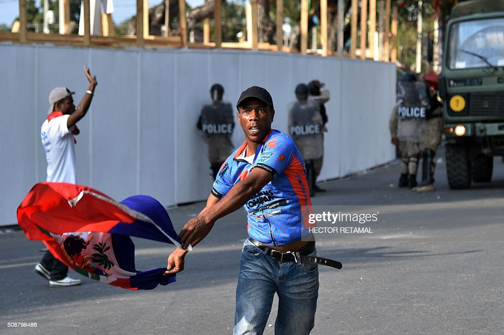 Demonstrators of opposition political parties march during a protest against Haitian President Michel Martelly, in Port-au-Prince, on February 6, 2016. Haitian politicians inked a last-minute agreement to install a transitional government, just hours before President Michel Martelly was scheduled to step down with no replacement in line. / AFP / HECTOR RETAMAL