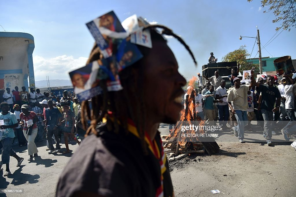 Demonstrators of opposition political parties march in Port-au-Prince, on February 12, 2016, to ask for Jocelerme Privert, current president of the senate to take the provisional presidency of Haiti for a period of two years. Election for a provisonal president will be held on Saturday 13th by the National Assembly and installation is scheduled on Sunday 14th. / AFP / HECTOR RETAMAL