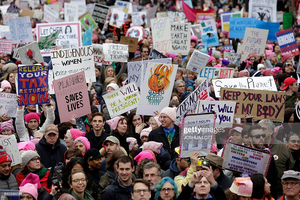 TOPSHOT - Demonstrators protest during the Women's March along Pennsylvania Avenue January 21, 2017 in Washington, DC. Hundreds of thousands of protesters spearheaded by women's rights groups demonstrated across the US to send a defiant message to US President Donald Trump. / AFP / Joshua LOTT