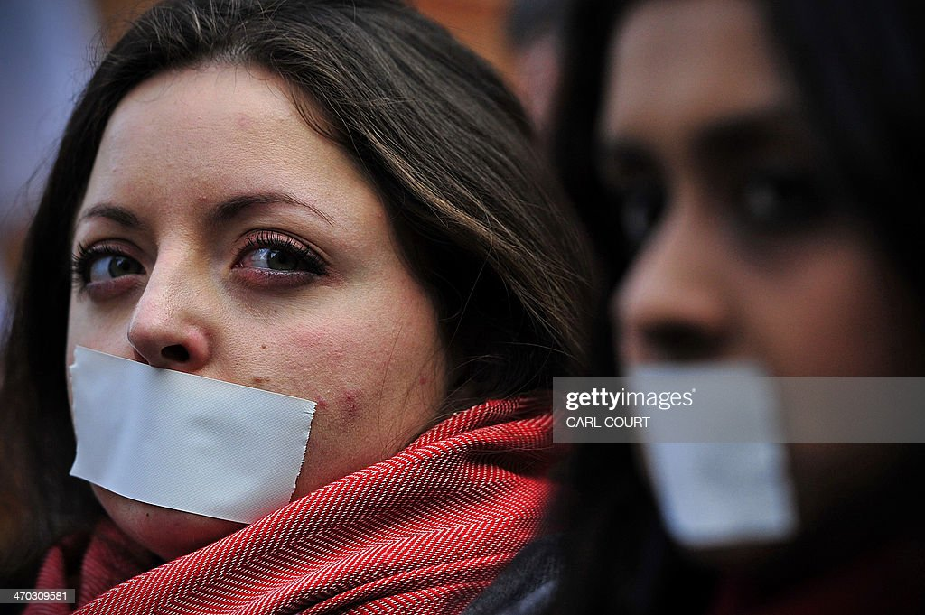 Demonstrators protest outside the Egyptian embassy in London on February 19, 2014 to demand the immediate release of detained journalists in Egypt. AFP PHOTO / CARL COURT