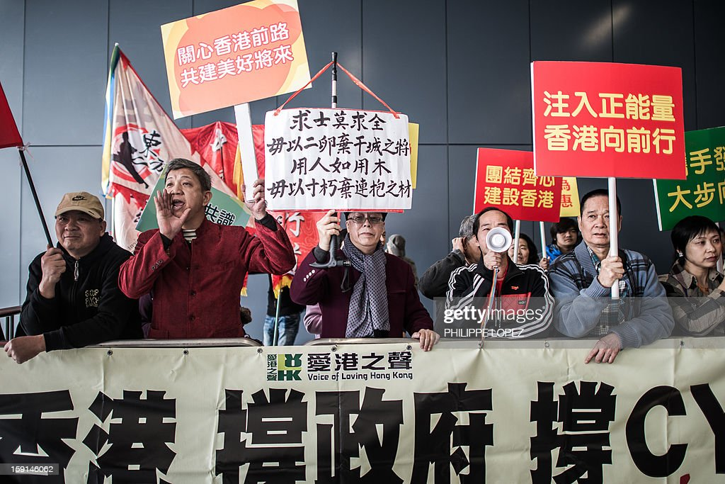 Demonstrators shout slogans in support of Hong Kong Chief Executive Leung Chun-ying during a protest in Hong Kong on January 9, 2013. Pro-democracy lawmakers were expected to table an impeachment motion on January 9 against chief executive Leung Chun-ying, demanding him to quit over a housing scandal. AFP PHOTO / Philippe Lopez