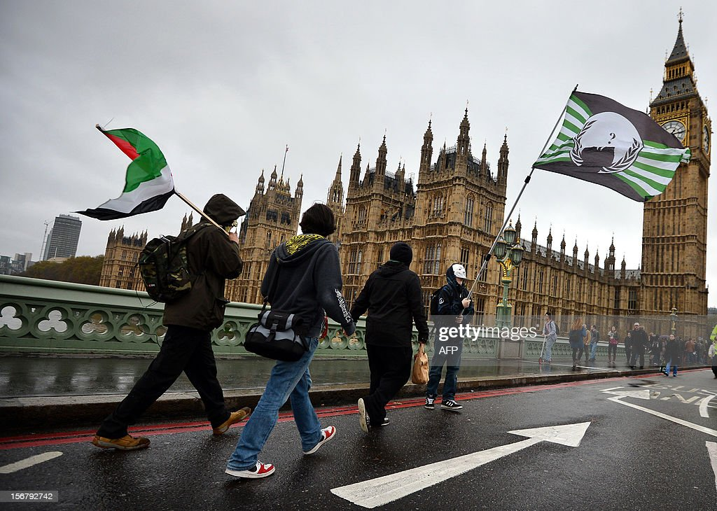 Demonstrators walk over Westminster bridge during a student rally in central London on November 21, 2012 against sharp rises in university tuition fees, funding cuts and high youth unemployment. AFP PHOTO/BEN STANSALL