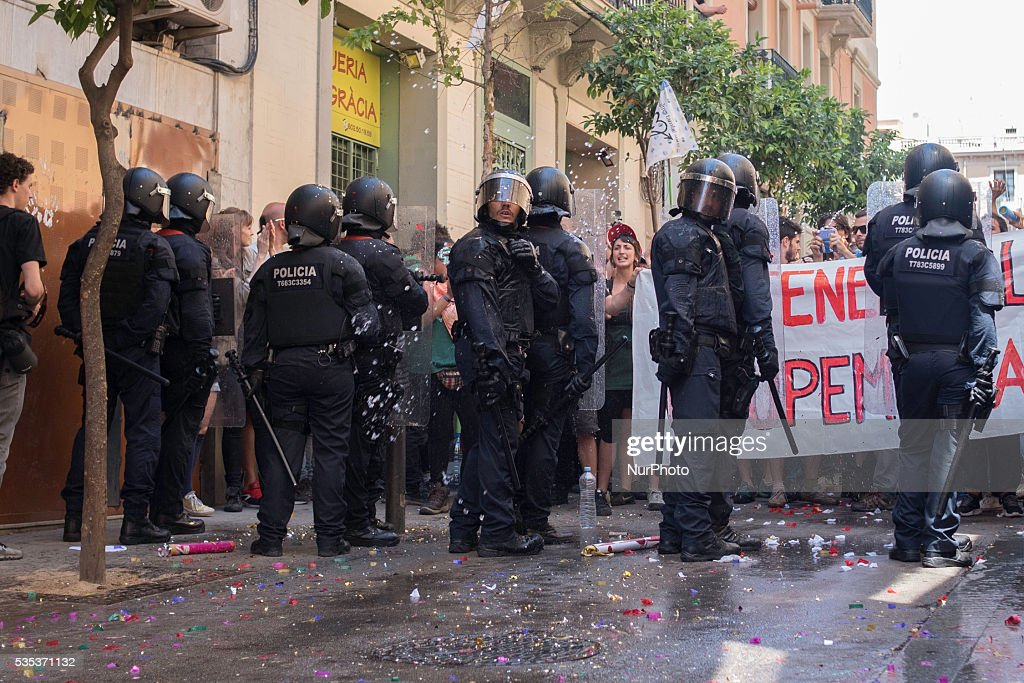 Demonstrtion against the eviction of an squatted bank in Barcelona on May, 29 of 2016.