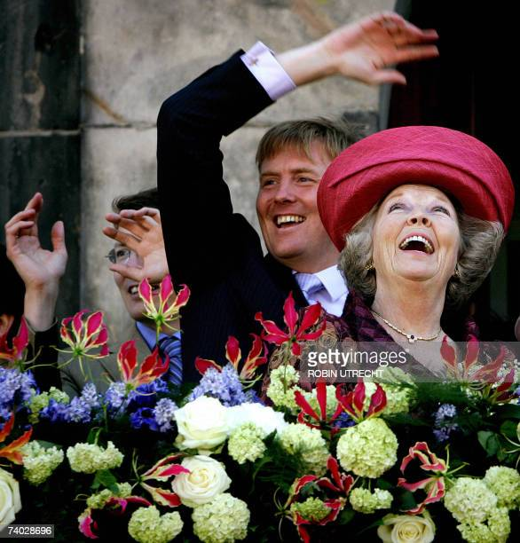 Queen Beatrix of the Netherlands thanks the town of Den Bosch 30 April 2007 after her visit on Queensday the annual celebration of the Dutch monarchy...
